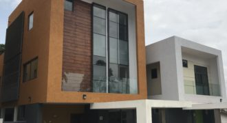 3 Bedrooms Townhouse,   Airport Residential